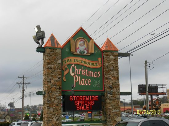 The Inn At Christmas Place Store Sign