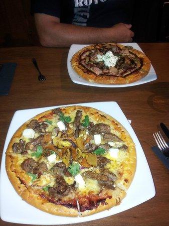 Stellar Restaurant & Bar: Our pizzas