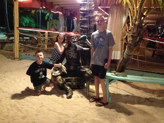Iggies Beach Bar and Grill : The kids hanging with the Pirates!!