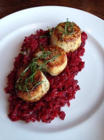 tavola: Scallops and beet risotto