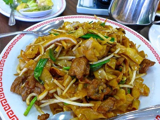 Cheung Hing: Fried flat rice noodles with beef.