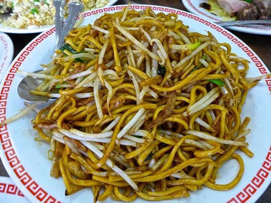 Cheung Hing: Fried egg noodles.