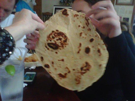 Emilia's Restaurant: Huge flour tortillas