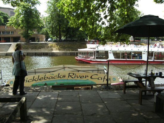 Abbey Guest House: The river on your doorstep