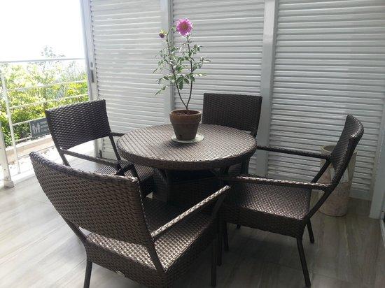 The Inn at Cliffhouse Tagaytay: balcony area