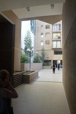 Andes Hostel: Courtyard area between three big apartment blocks