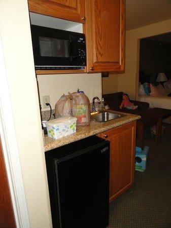 Holiday Inn Express Hotel & Suites Rocky Mount/Smith Mtn Lake: Wet Bar w/ micro & fridge