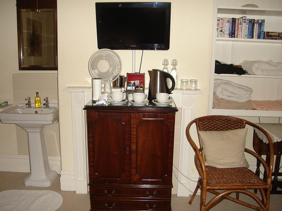Arden House Bed & Breakfast Bexhill: TV in room