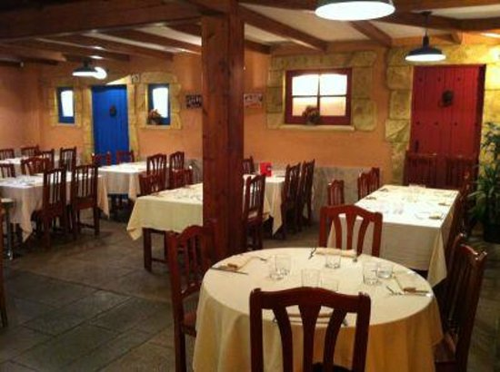 Restaurante La Vila : comedor plaza