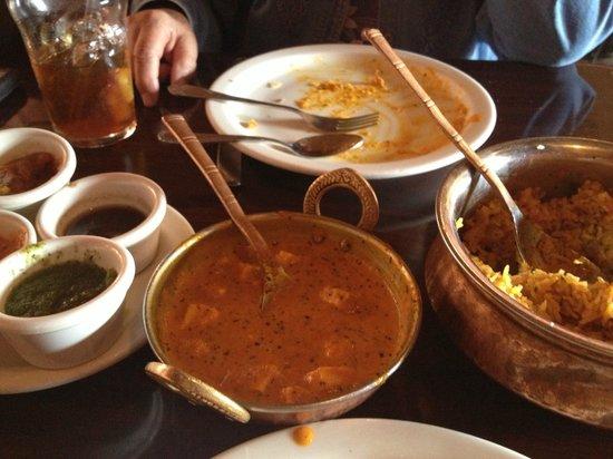 Taj Mahal Restaurant & Bar: Paneer Masala, Rice Pulao and chutneys