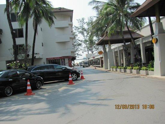 บ้านไทย บีช รีสอร์ท แอนด์ สปา: from Hotel looking up to beach rd