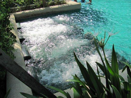 บ้านไทย บีช รีสอร์ท แอนด์ สปา: spa beds