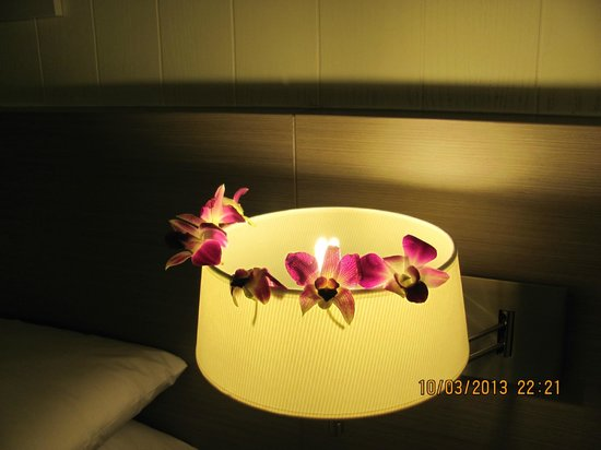 Banthai Beach Resort & Spa: all my flowers from the turn down service