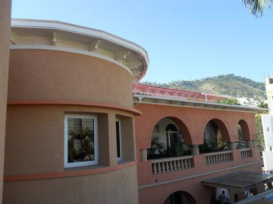 La Lorraine: l'hôtel vue de côté