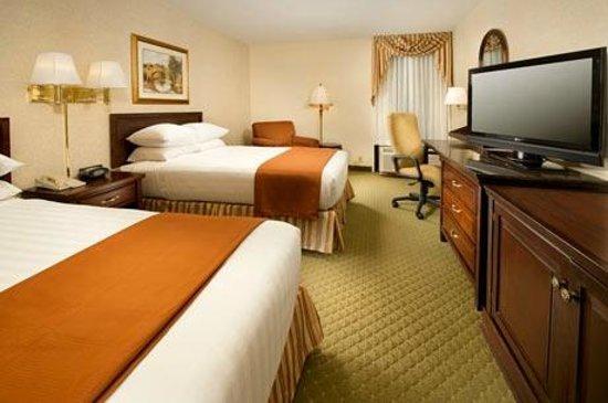 Drury Inn & Suites St. Louis Fenton: Beluxe Room