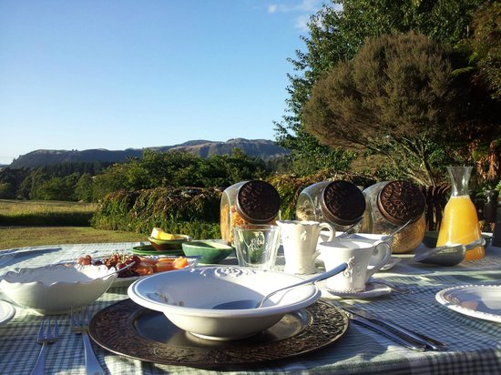 Doolan's Country Retreat: Gorgeous breakfast with a gorgeous view