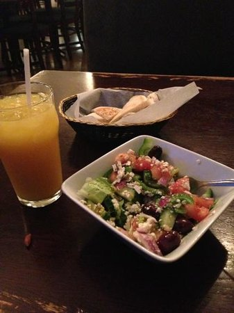 Manie's Pizzeria & Greek Cuisine : creek salad