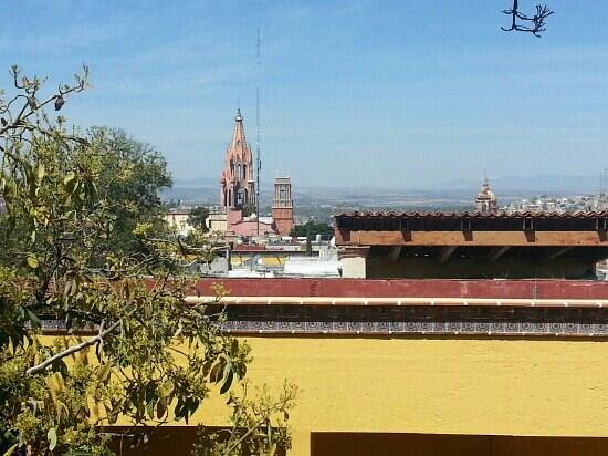 Casa Mia Suites Apartments: Vista de la parroquia desde la habitación