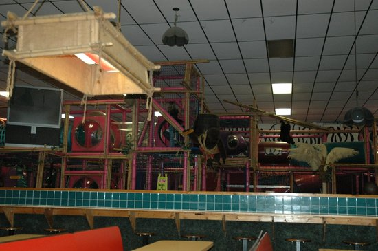 Jungle Jym's Family Fun Center: Play area inside