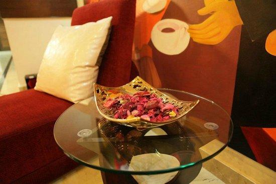 Hotel Harmony Inn: Lobby