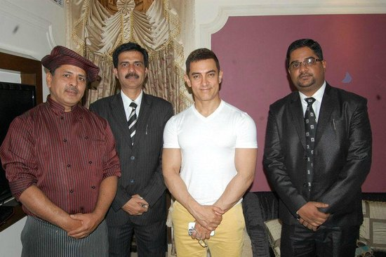 Hotel Harmony Inn: Hotel Senior with Aamir Khan