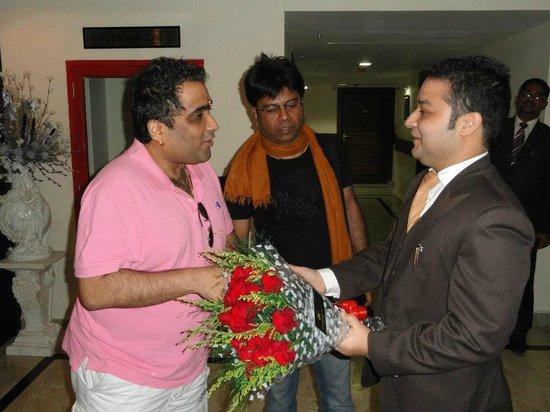 Hotel Harmony Inn: Hotel M.D with Kunal Ganjawala