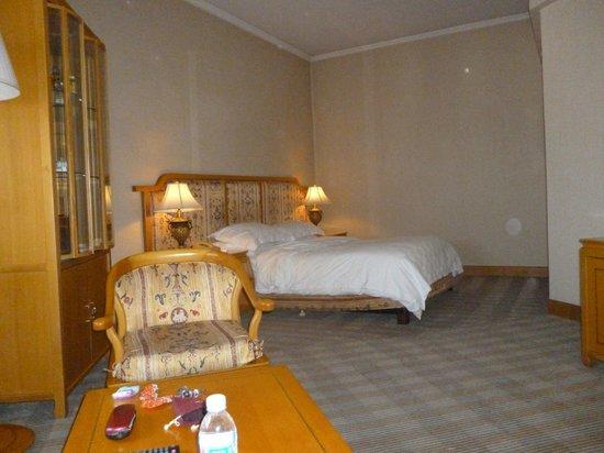 Guanfang Resort & Villas Lijiang : Corner king size bed room