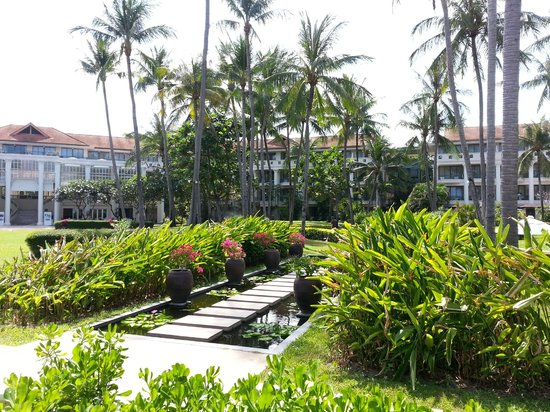 Centara Grand Beach Resort Samui: the hotel (view from the beach)