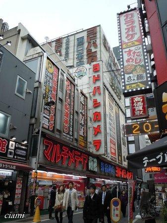 Shinjuku West Exit Camera Town: 新宿西口カメラ街