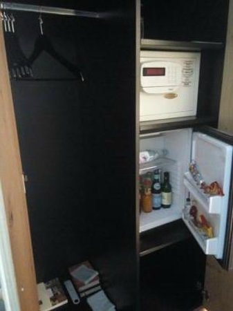 Eden Hotel Wolff: 冷蔵庫の中身は有料ですが(ソフトドリンクが3ユーロ、アルコールが6ユーロ以上)ですが充実してます