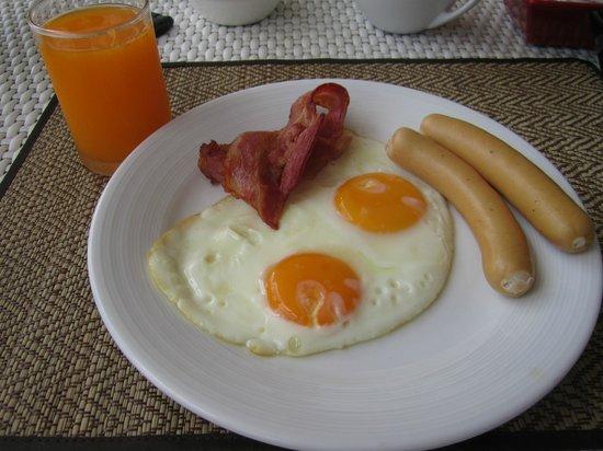 Rayaburi Beach Club Hotel: Breakfast