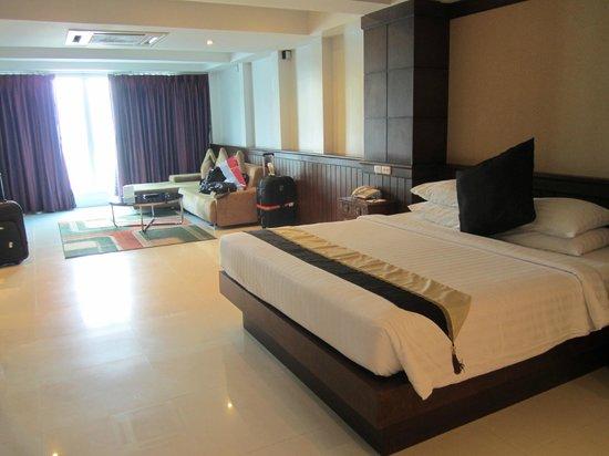 Rayaburi Beach Club Hotel: View from door