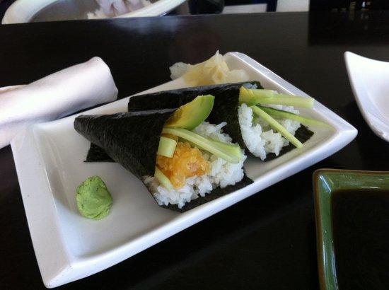 لا توريتا ليك ريزورت آند سبا: Hand rolls at Yoi Sushi Bar