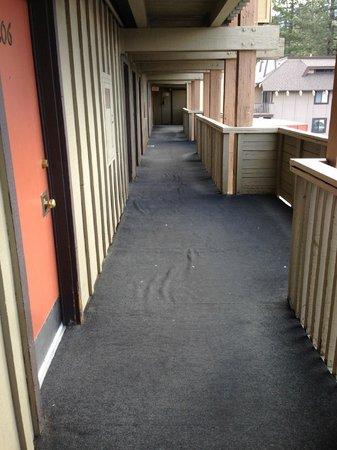 Tahoe Lakeshore Lodge and Spa: Crappy corridor