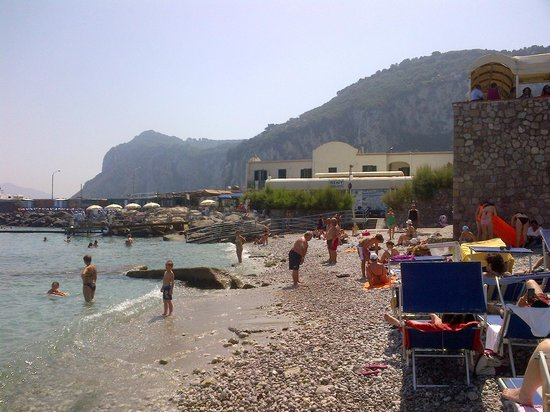 Hotel Capri: Capri beach, beside the main dock