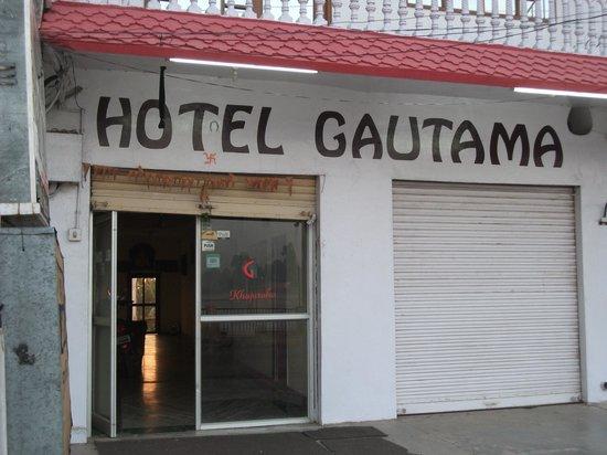 Hotel Gautama: Вход в отель