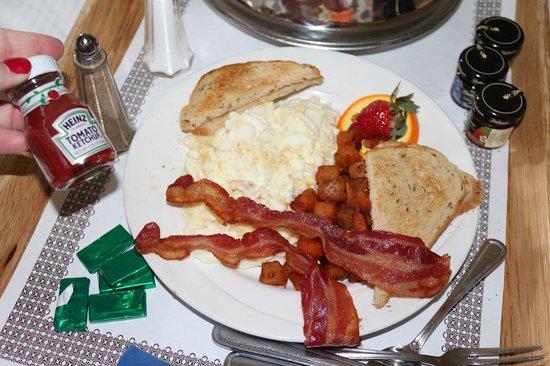 DoubleTree by Hilton Hotel Grand Key Resort - Key West: Yummy kid's breakfast -- so big for a kids meal!