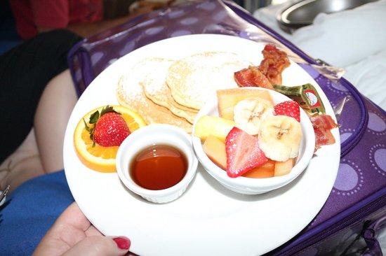 DoubleTree by Hilton Hotel Grand Key Resort - Key West: Breakfast!!!! Kids silver dollar pancakes