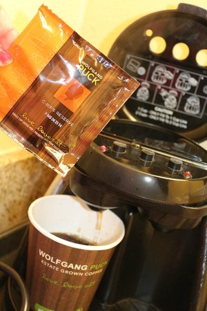 DoubleTree by Hilton Hotel Grand Key Resort - Key West: Coffee and coffee maker
