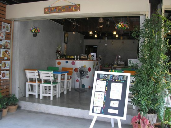 Homestyle Hua Hin : opened-air,clean & comfortable for sitting and having Thai food, coffee, tea and drinks
