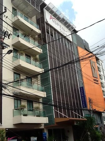 Aspen Suites Bangkok: the hotel front