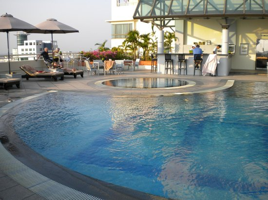 ‪‪Sofitel Saigon Plaza‬: Lovely Rooftop Pool‬