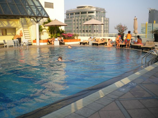 Sofitel Saigon Plaza: 18th Floor Pool