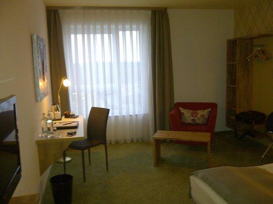 BEST WESTERN PLUS iO-Hotel Frankfurt/Eschborn: Blick zum Fenster