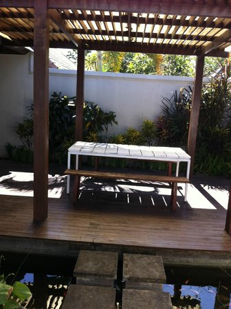 Nunia Boutique Villas: Outdoor seating