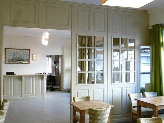 Hotel Les Ajoncs d'Or : Reception / Front desk