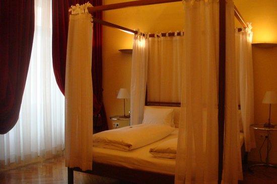 Hotel Zum Dom - Palais Inzaghi: Himmelbett