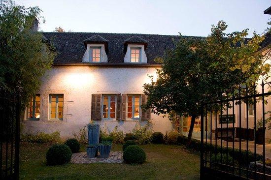 Villa Louise: Maison côté village
