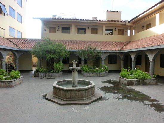 Hotel Jose Antonio Cusco: Innenhof Hotel Jose Antonio