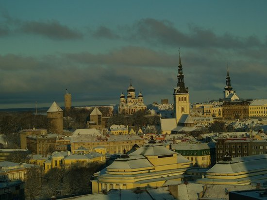 Radisson Blu Sky Hotel : View from the upper floors over Tallinn old town